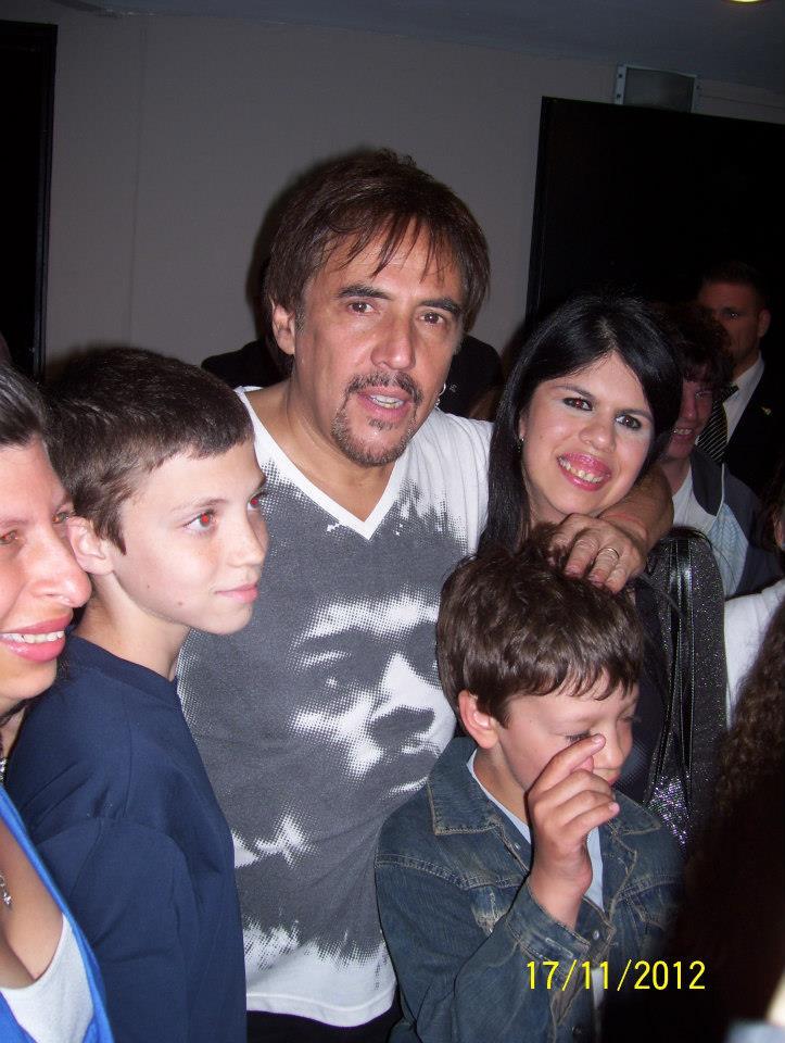 Alejandro Lerner con los chicos